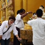 Myanmar - Yangon Opferzeremonie Shwedagon © Women Travel